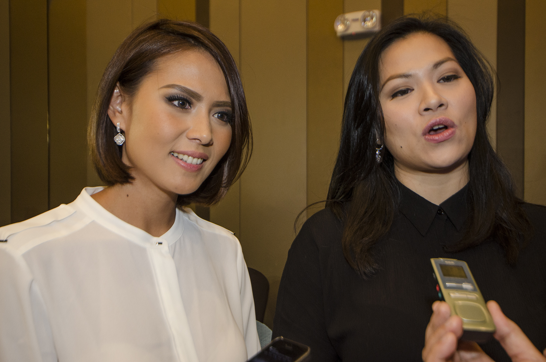 Bianca and Kate during the Bb Pilipinas press presentation. Photo by Rob Reyes/Rappler