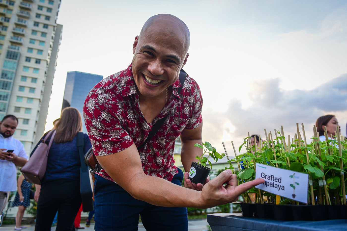 Model and host Rovilson Fernandez had his eye on this plant. Photo by LeAnne Jazul/Rappler