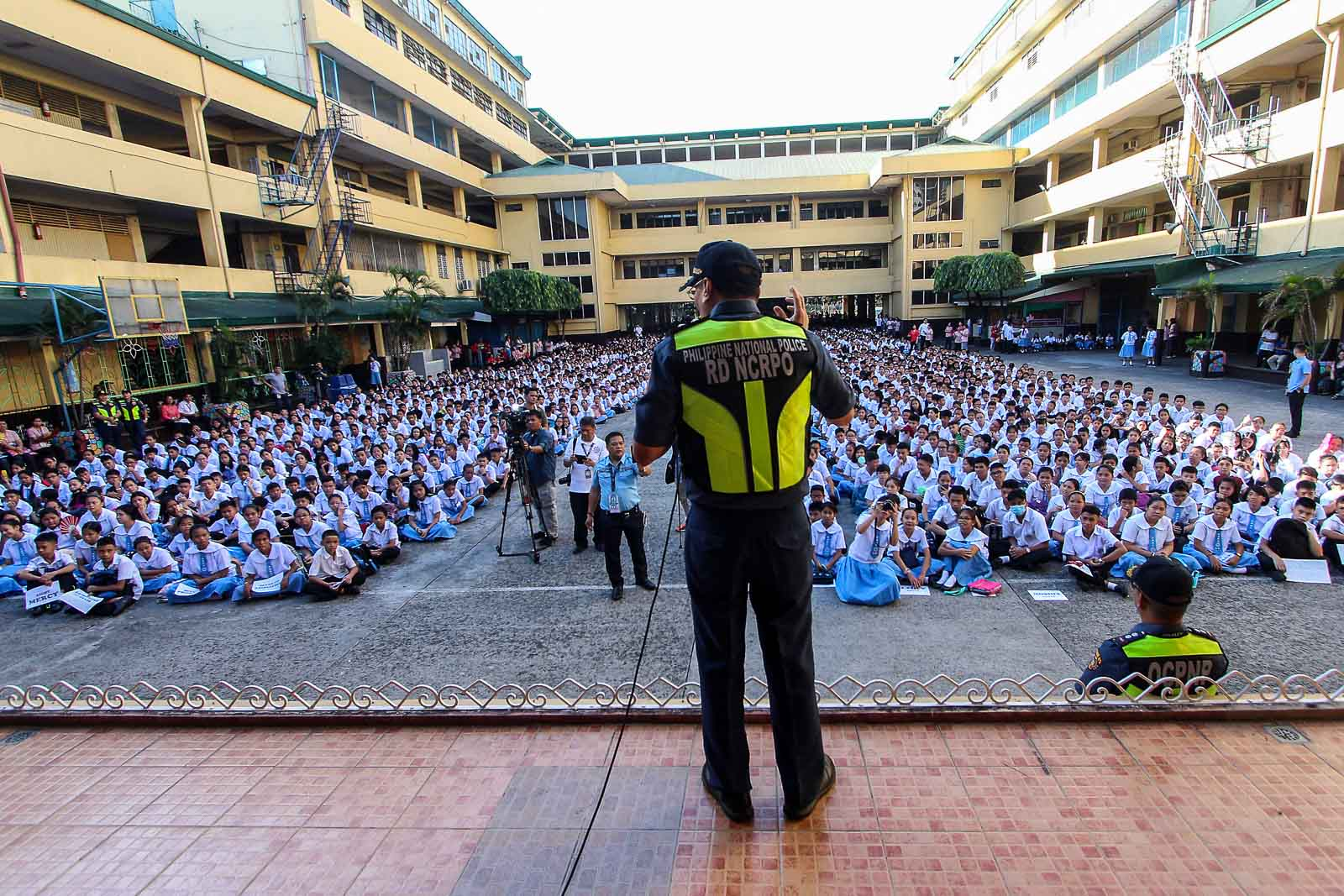 RESIST BULLYING. NCRPO Chief Guillermo Eleazar talks to students of the Ramon Magsaysay High School in Manila.