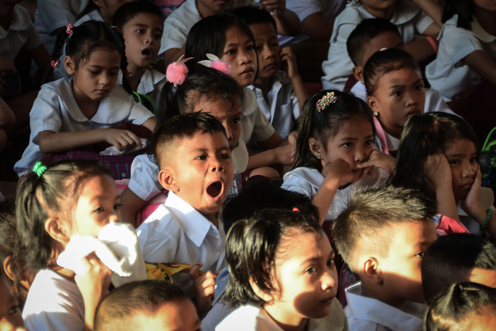 SLEEPY. Elementary students at the Marcela Agoncillo Elementary School in Manila wait for the start of flag raising ceremony. Photo by Ben Nabong/Rappler