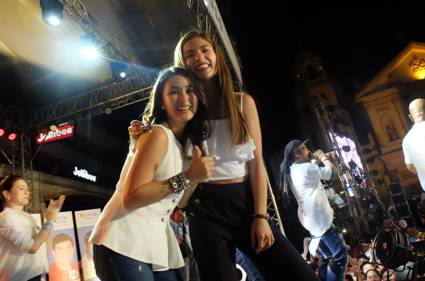 BEST FRIENDS. Grace Poe's adopted sister Lovi Poe and Chiz Escudero's wife Heart Evangelista are best friends. The two were present at Grace's miting de avance on May 7. Photo by Alecs Ongcal/Rappler