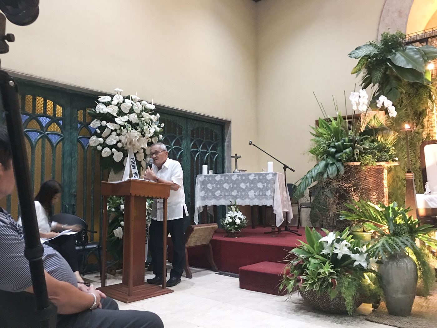 COLLEAGUE. Cesar Buenaventura, vice chairman of DMCI Holdings, gives his eulogy for the late DM Consunji. Photo by Lala Rimando/Rappler