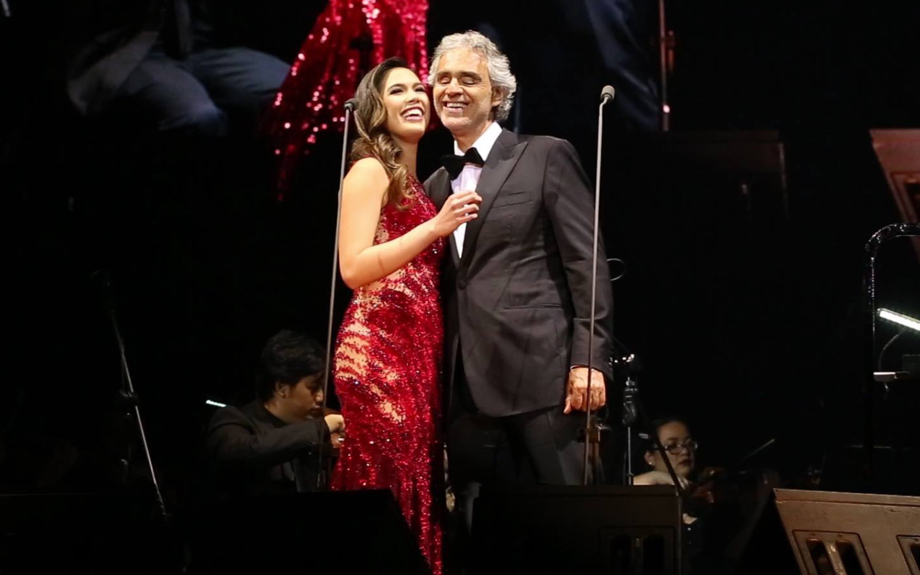 'CHEEK TO CHEEK.' Christine Allado and Andrea Bocelli share a cute moment after they perform a duet of his song 'Cheek to Cheek' at his Manila concert. Photo by Photo by Roberto Vivancos Studio www.robertovivancos.com
