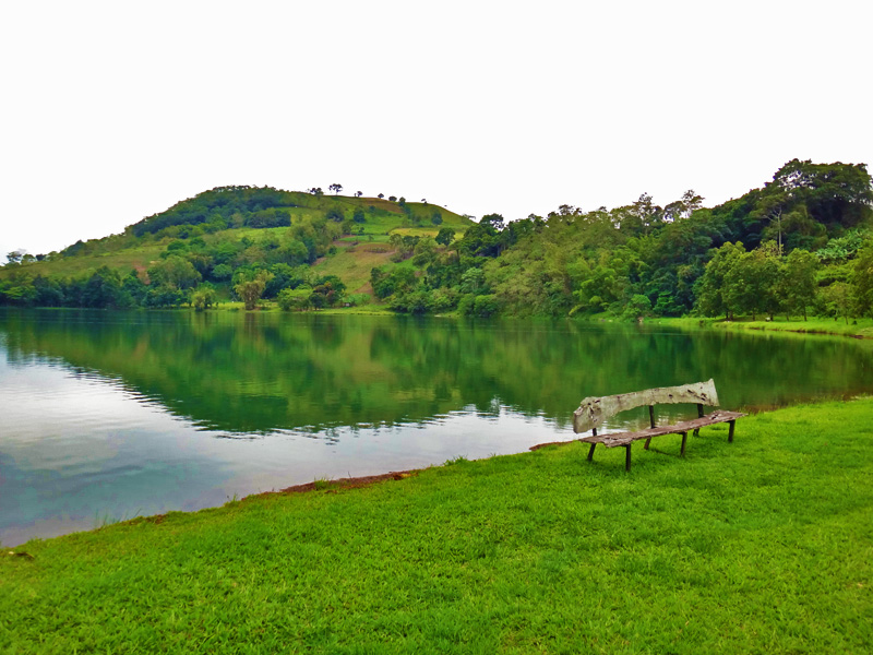 SERENE. At just 24 hectares, Lake Apo in Valencia is quite small, but offers a vast quiet expanse.