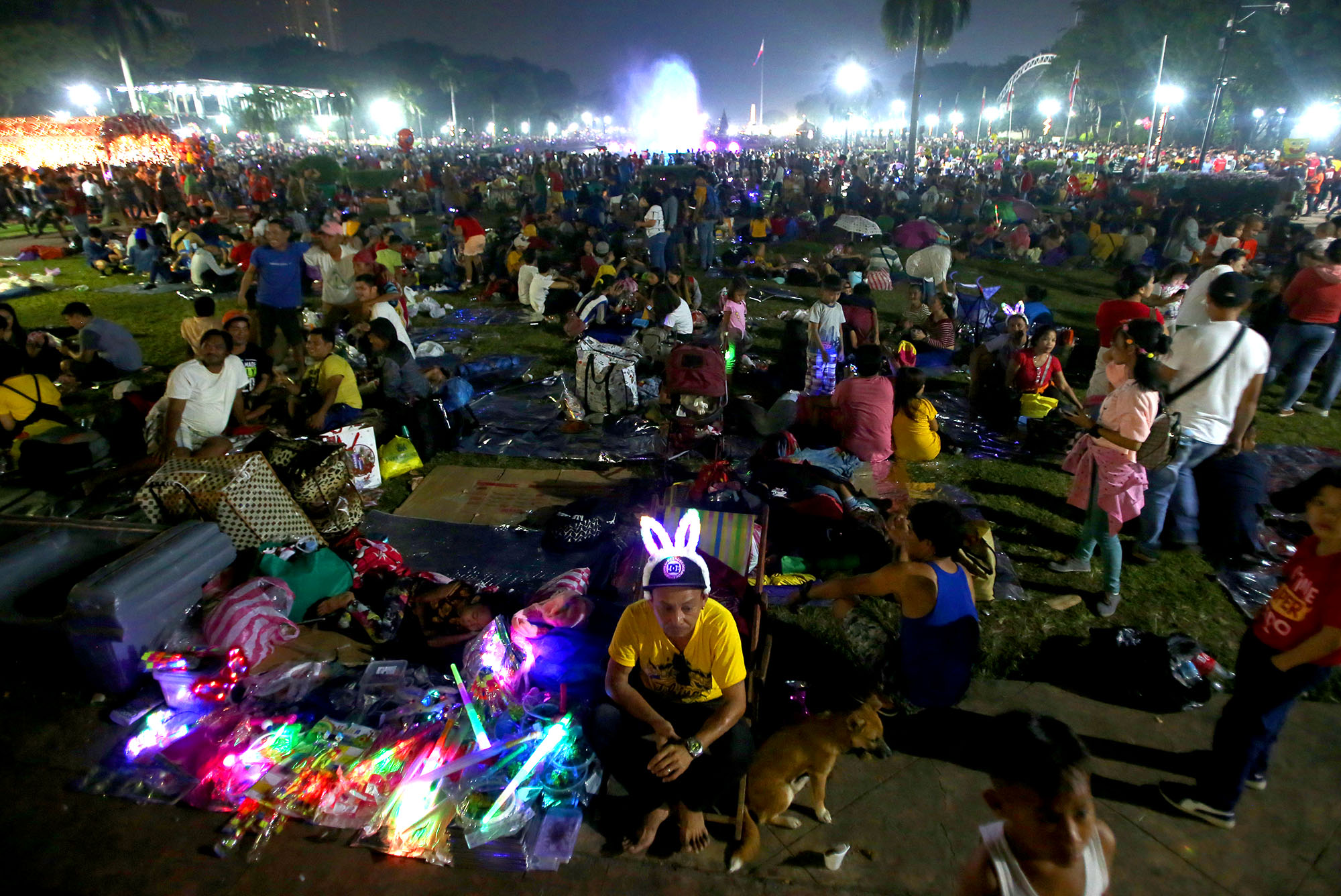 LUNETA. Thousands of visitors spend New Year celebration at Rizal Park in Manila on January 1, 2020. Photo by Inoue Jaena/Rappler