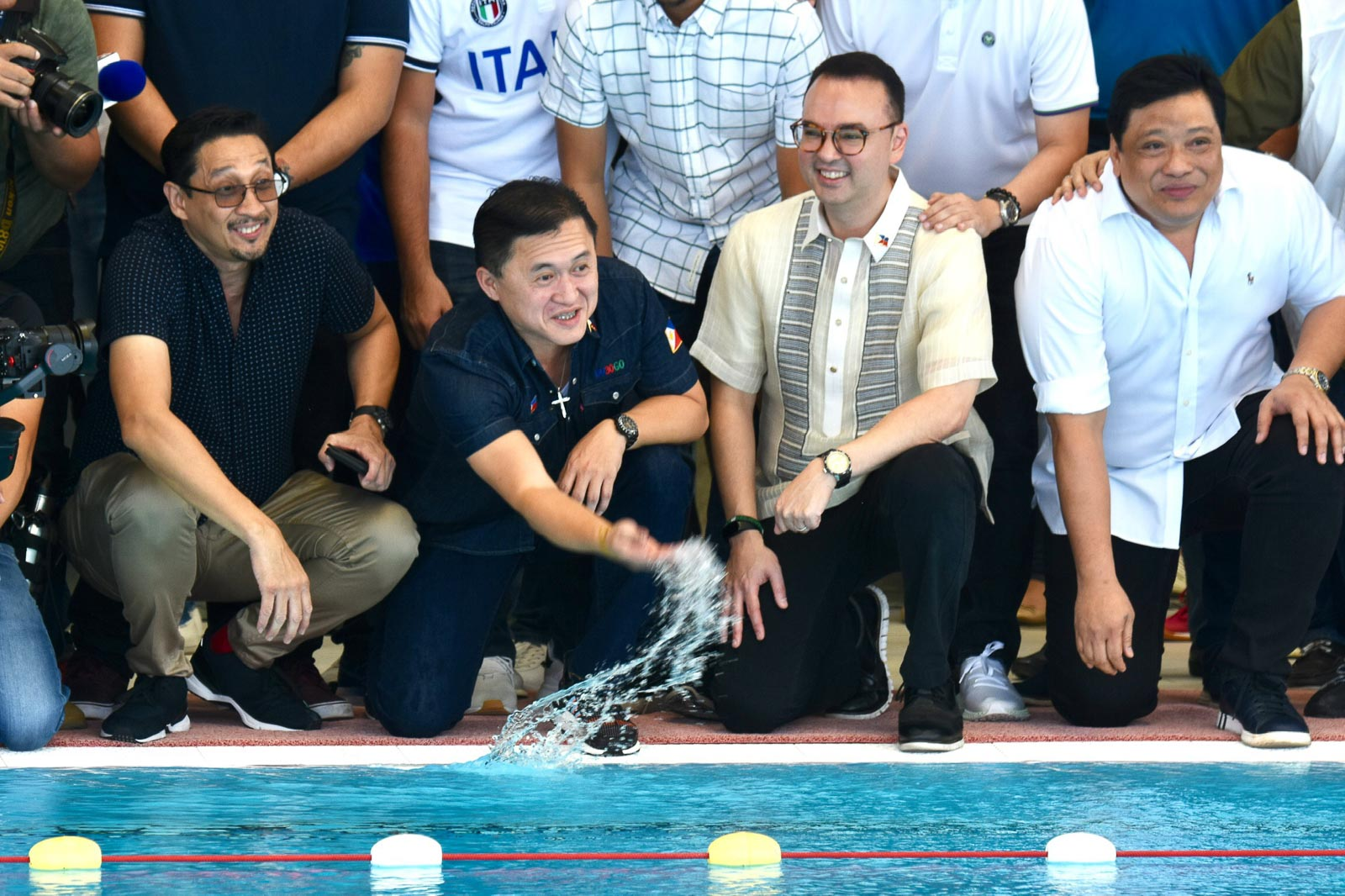 LAWMAKERS' INSPECTION. Senator Bong Go and House Speaker Alan Peter Cayetano pose for the cameras inside the New Clark City Sports Complex. Photo by Angie de Silva/Rappler