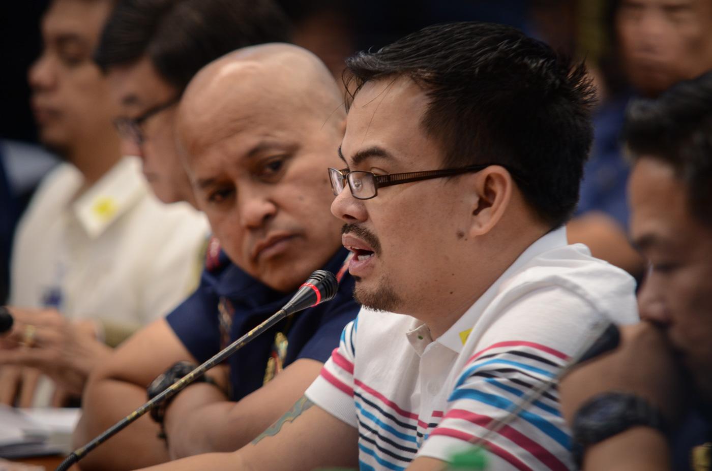 SENATE PROBE. Alleged drug lord Kerwin Espinosa testifies at the Senate on November 23, 2016. Photo by LeAnne Jazul/Rappler