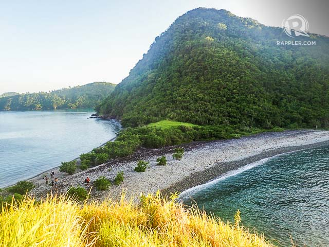 TWIN BEACH. You can trek up Pitogo Islandu2019s green hill to see the stone beach of Lantangan from above