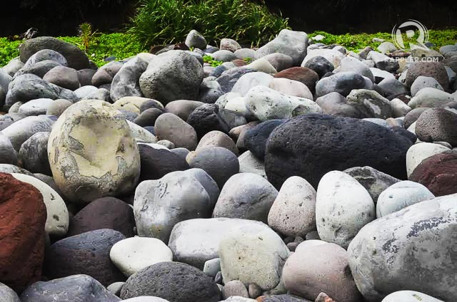 BOULDERS. Valuganu2019s rocks can be about the size of a backpack, or smaller or bigger. Photo by Paula Anntoneth O