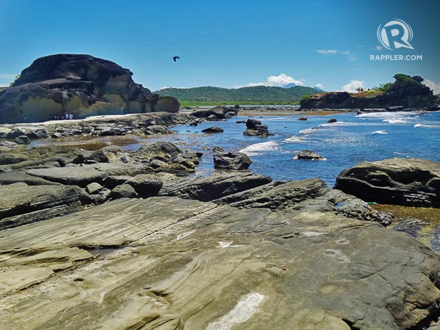 GIANTS ON THE BEACH. Giant rocks on a flat expanse peppered with rocks make the beautiful landscape of Biri