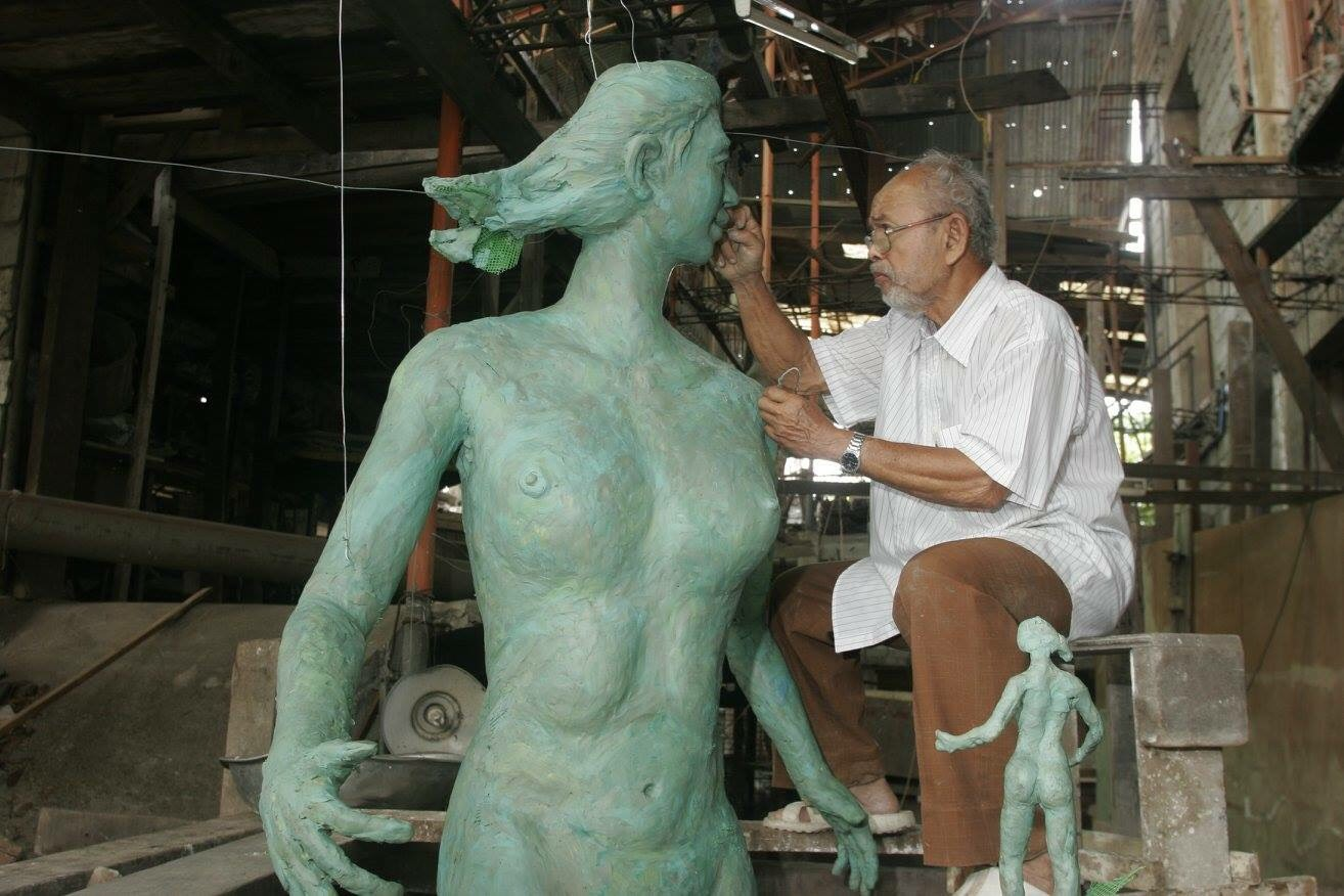 FATHER OF PHILIPPINE MODERN SCULPTURE. National Artist for Sculpture Napoleon Abueva at work. Photo by Melvyn Calderon