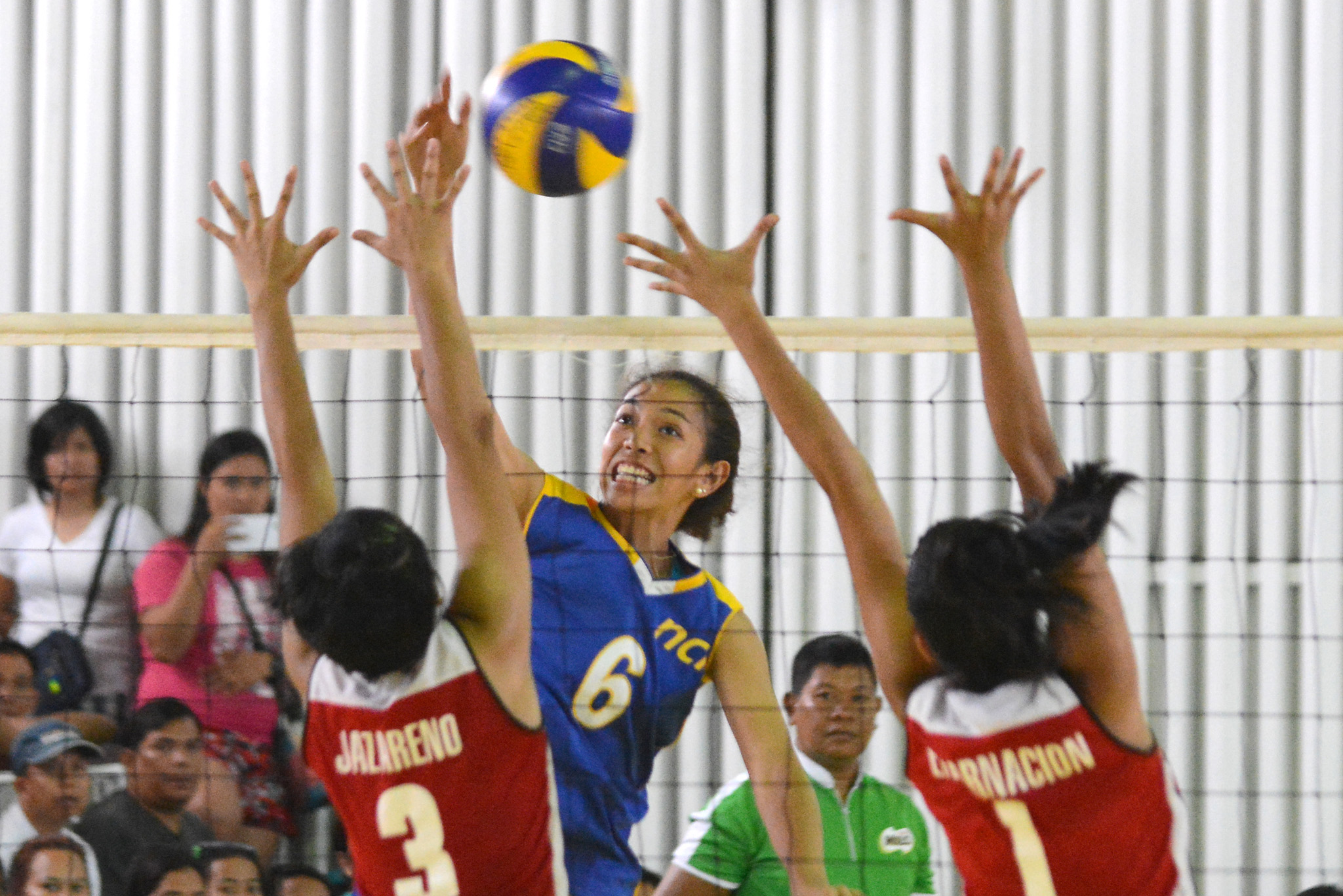 POWERFUL ATTACKS. NCR uncorks powerful kills against Calabarzon in the finals. Photo by Roy Secretario/Rappler