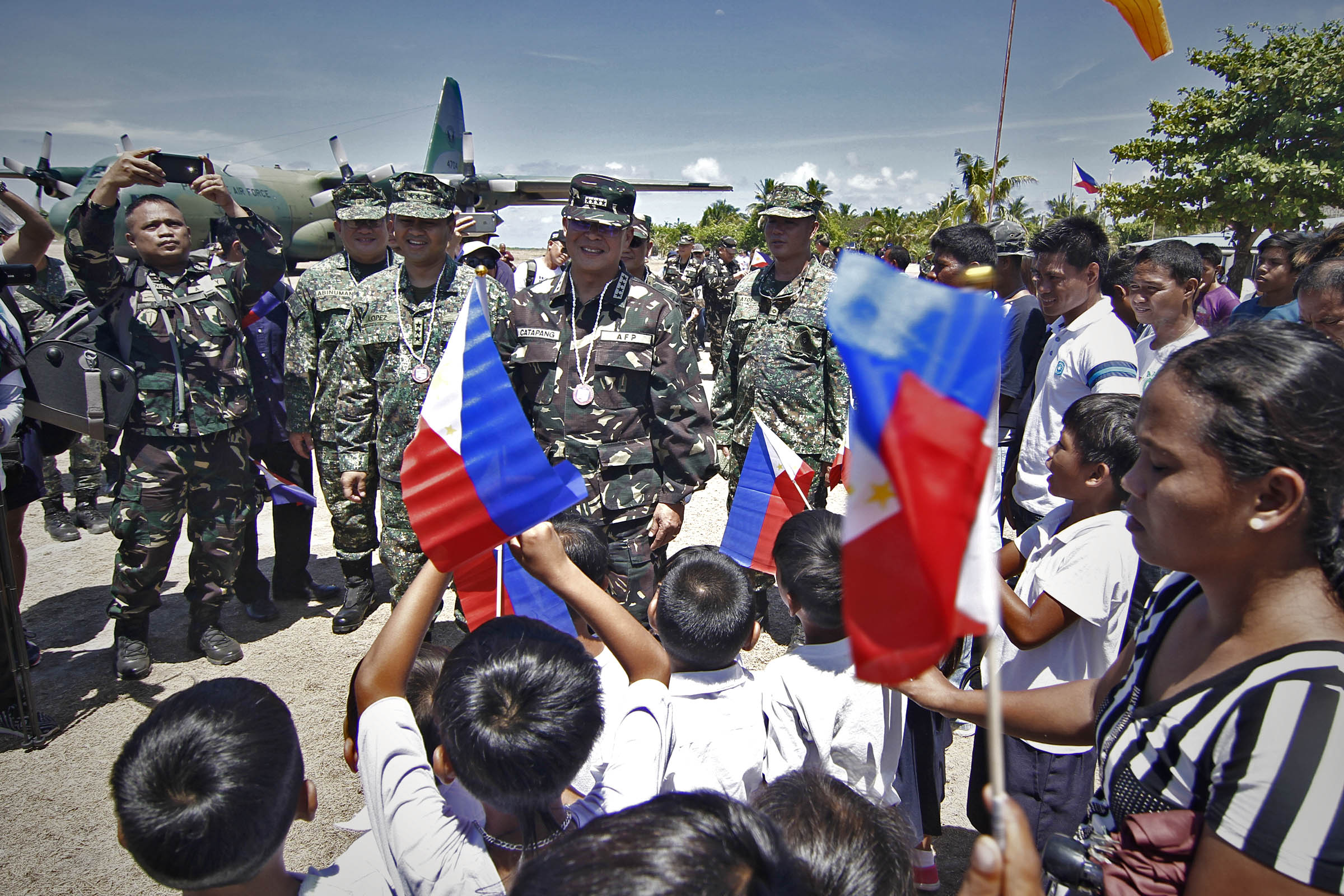 RARE VISIT: AFP Chief of Staff Genenral Pio Catapang Jr personally visited for the first time the village of Pag-asa (hope), Municipality of Kayalaan, Palawan on Monday, May 11, 2015. Photo by Vincent Go/Rappler