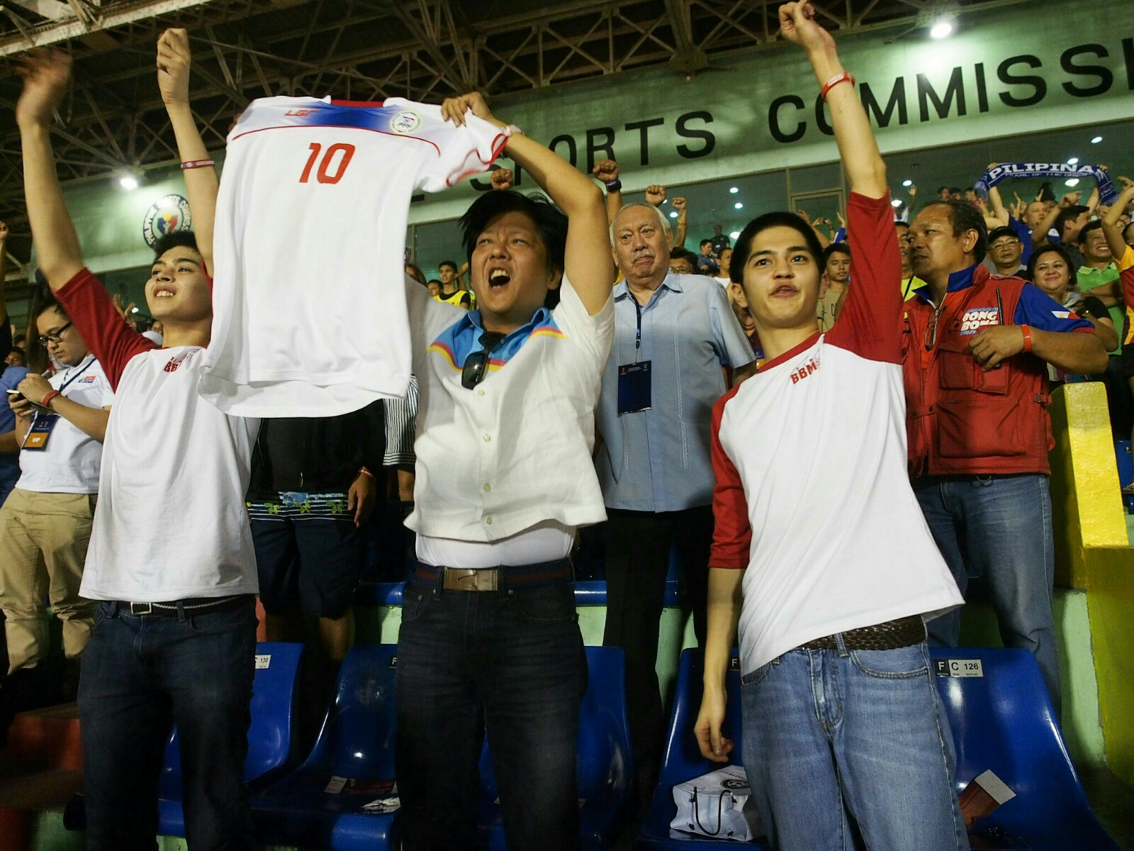 NEW TEAM MEMBER? Vice presidential candidate Ferdinand 'Bongbong' Marcos Jr gets his very own Azkals jersey on Tuesday, March 29. Photo from the Office of Senator Bongbong Marcos