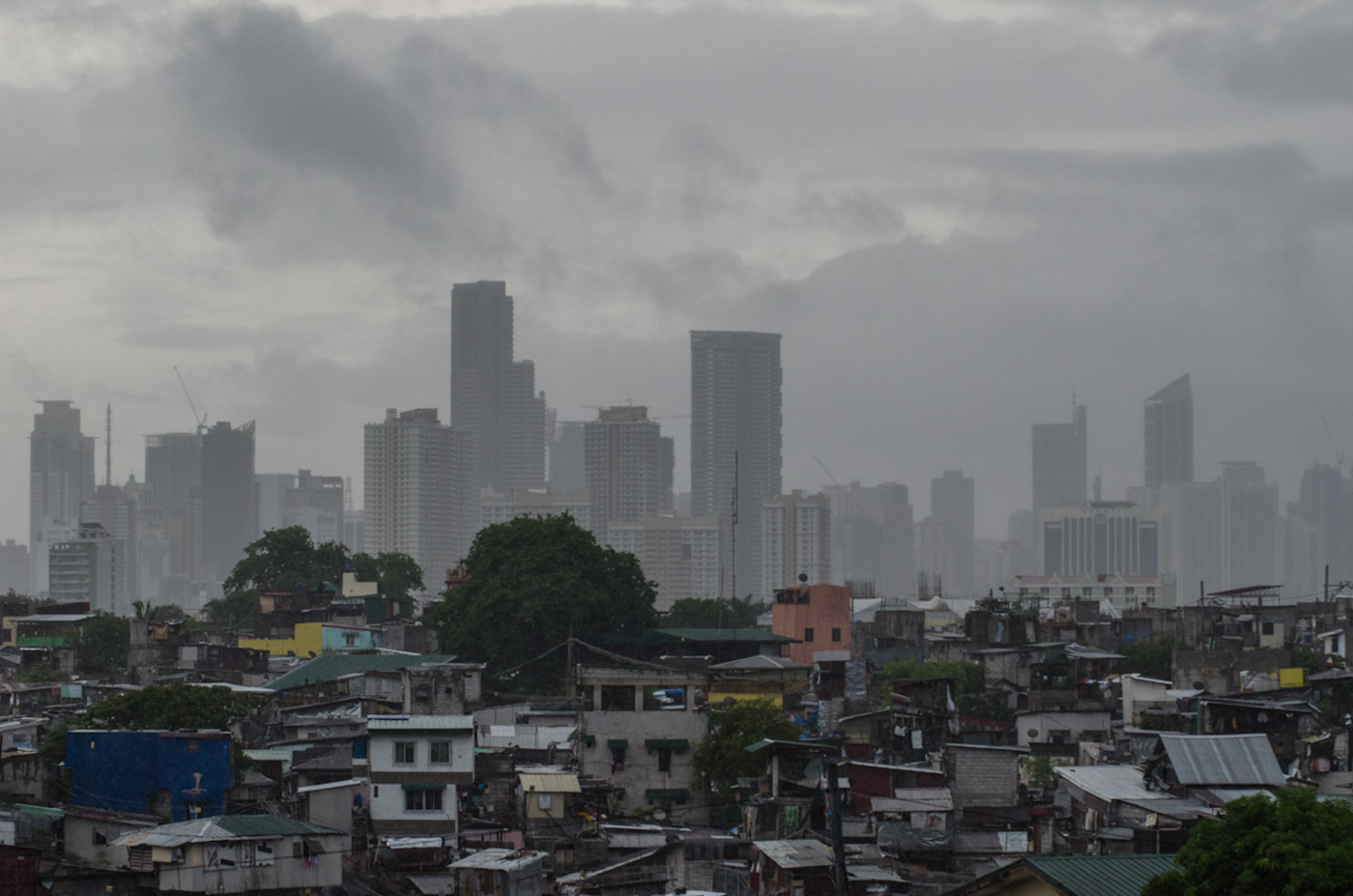 NEW LAND. Manila is a city of contrasts coexisting with equally developed cities in the National Capital Region. File photo by Rob Reyes/Rappler