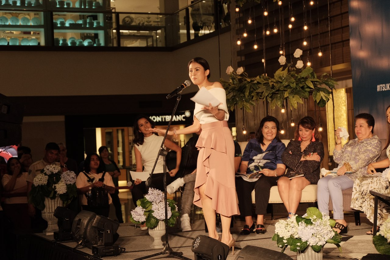 Gelli de Belen shares with the audience some of the quotes she likes from the book. Photo courtesy of ABS-CBN