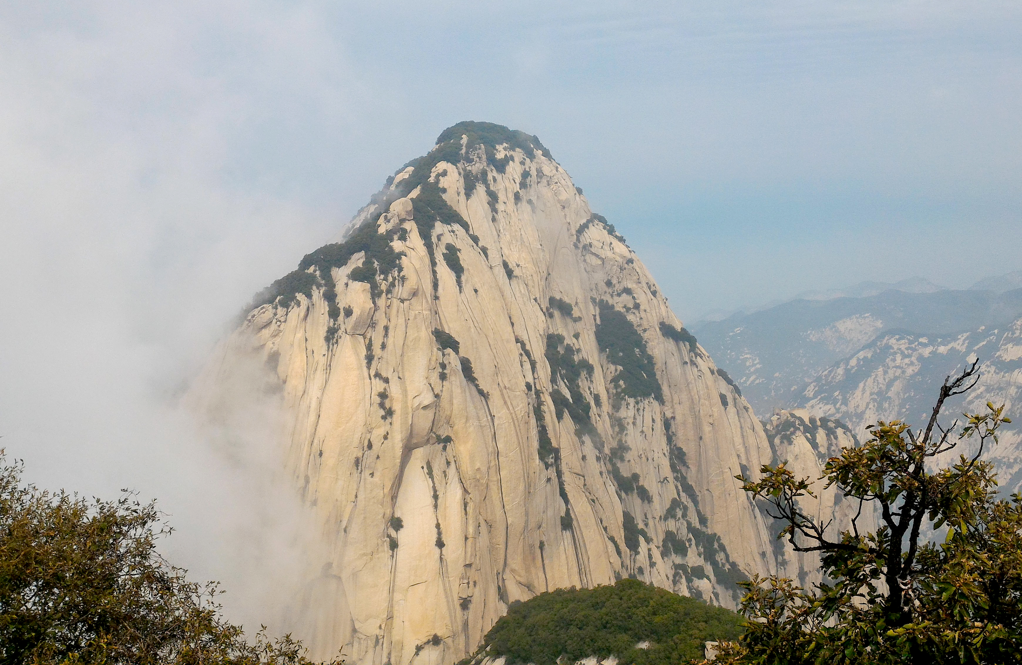 THE PRECIPITOUS MOUNTAIN UNDER HEAVEN. Mount Hua is famous for having steep cliffs and plunging ravines. Photo by Pauline Buenafe