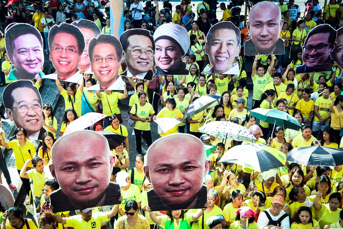 u2018PEOPLEu2019S CAMPAIGN.u2019 Supporters carry images of the 7 senatorial bets of the Oposisyon Koalisyon on October 24, 2018. Photo by Darren Langit/Rappler
