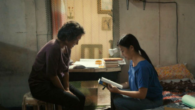 TEACHING EACH OTHER. Gennie (Angeli Bayani) and Aya (Anna Luna) review for their exams.