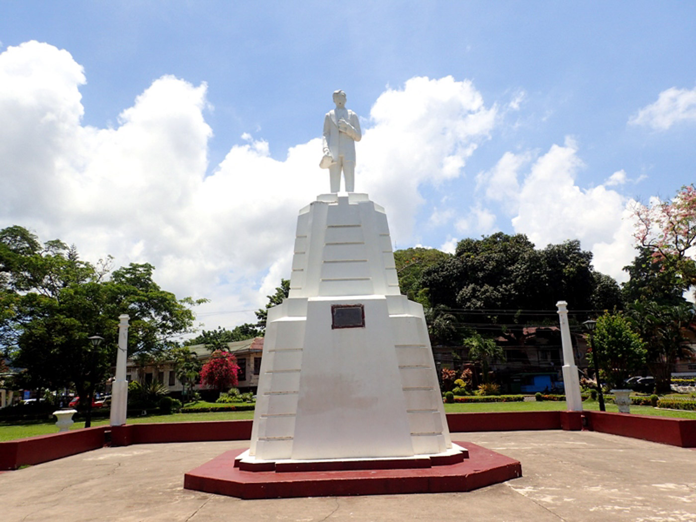 RIZAL'S DEDICATION. On Rizal's monument at the town plaza are his words of determination on doing all he can for Dapitan.