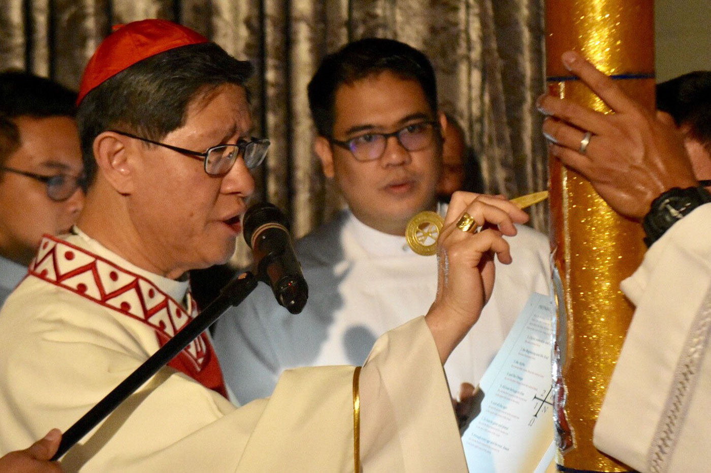 Manila Archbishop Luis Antonio Cardinal Tagle marks the Paschal Candle during the Easter Vigil Mass at the Manila Cathedral on April 20, 2019. Photo by Angie de Silva/Rappler