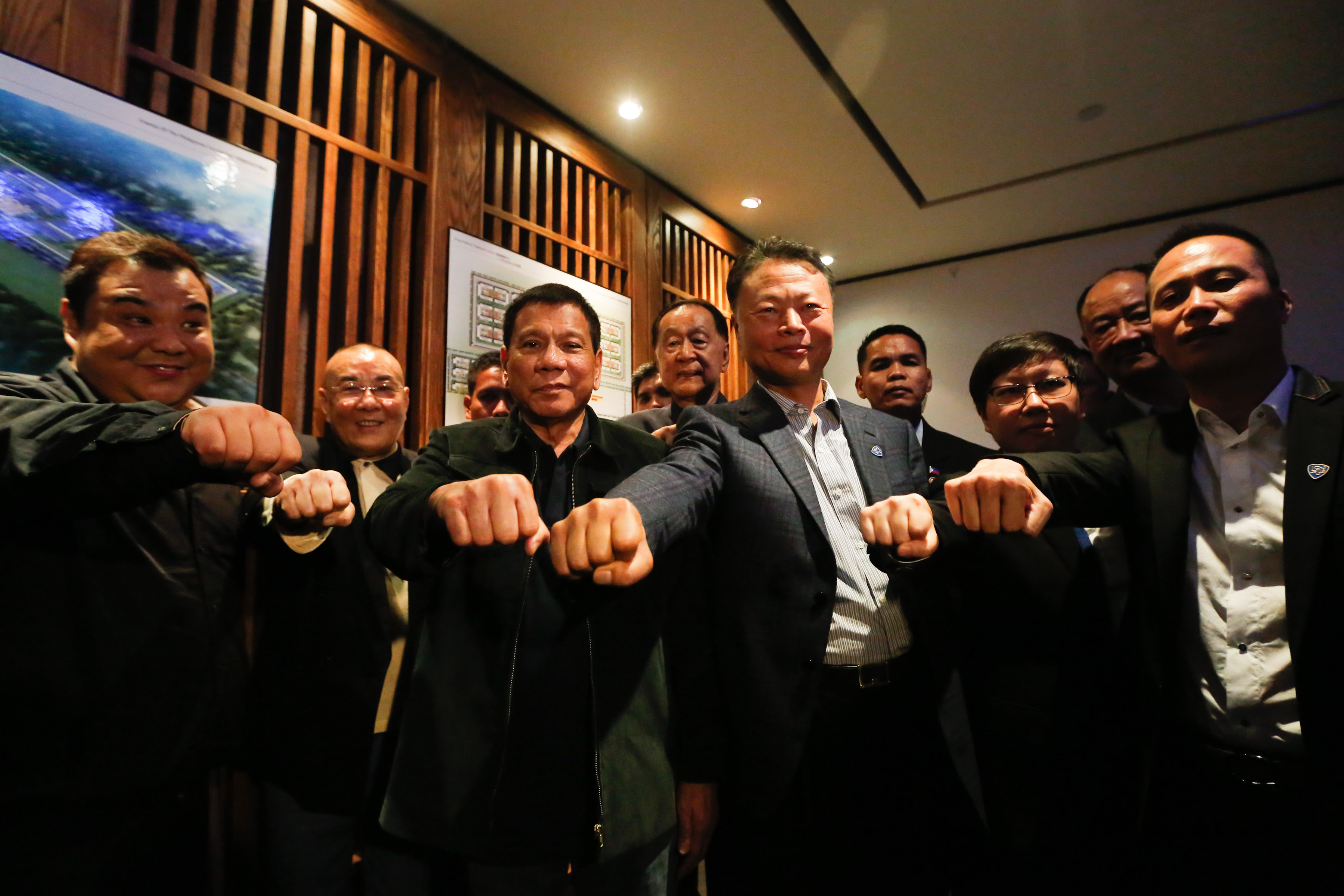 CHOW TIME. President Rodrigo Duterte, along with Chinese Ambassador to the Philippines Zhao Jianhua and officials of the Friends of the Philippines Foundation, pose for a group photo at Dadong Roast Duck Restaurant in Beijing on October 19, 2016. Photo by Toto Lozano/Presidential Photo