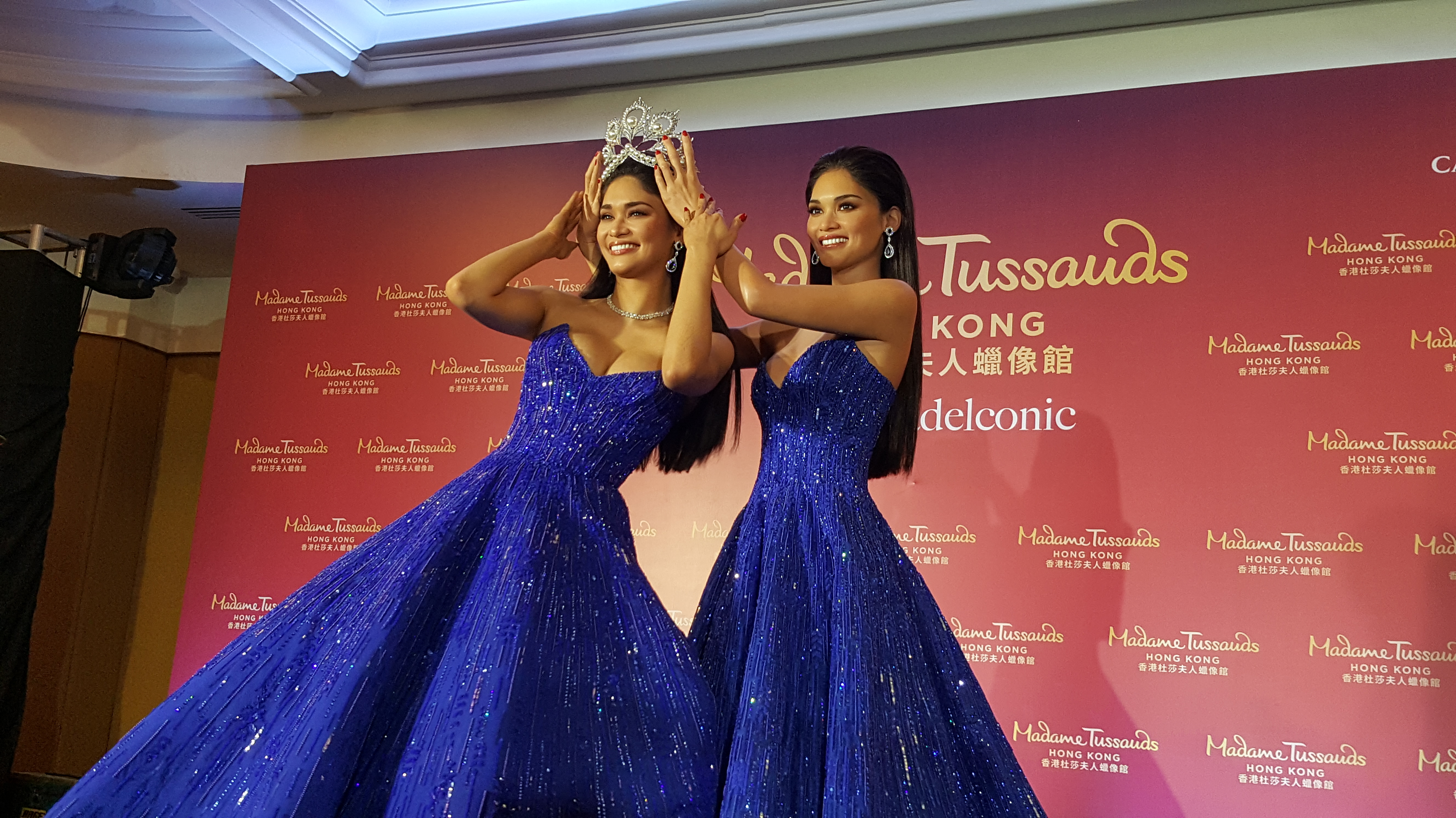DOUBLE LOOK. Pia crowns herself next to the wax figure.