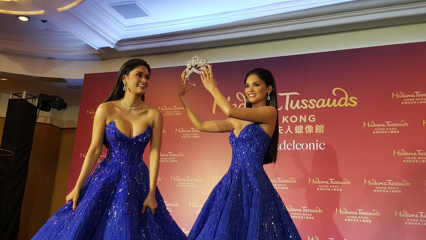 PIA BLUE. Pia Wurtzbach gets ready to post next to her wax figure.