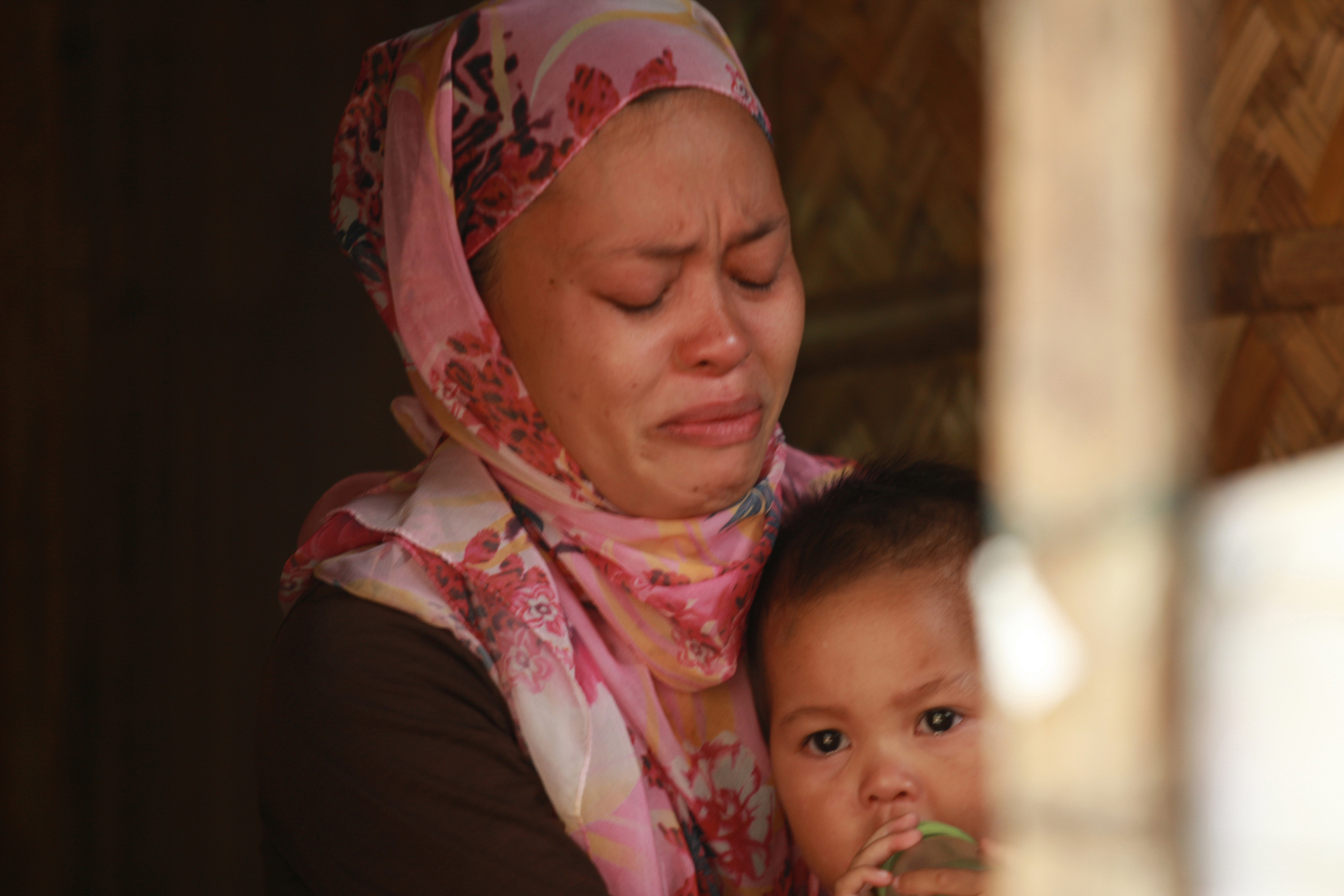 STILL GRIEVING. Fatima Sandigan, 39, cries as she remembers her last moments with her husband, Mamarizah. He was one of the MILF fighters who died on January 25, 2015, leaving behind Fatima and their 3 children.