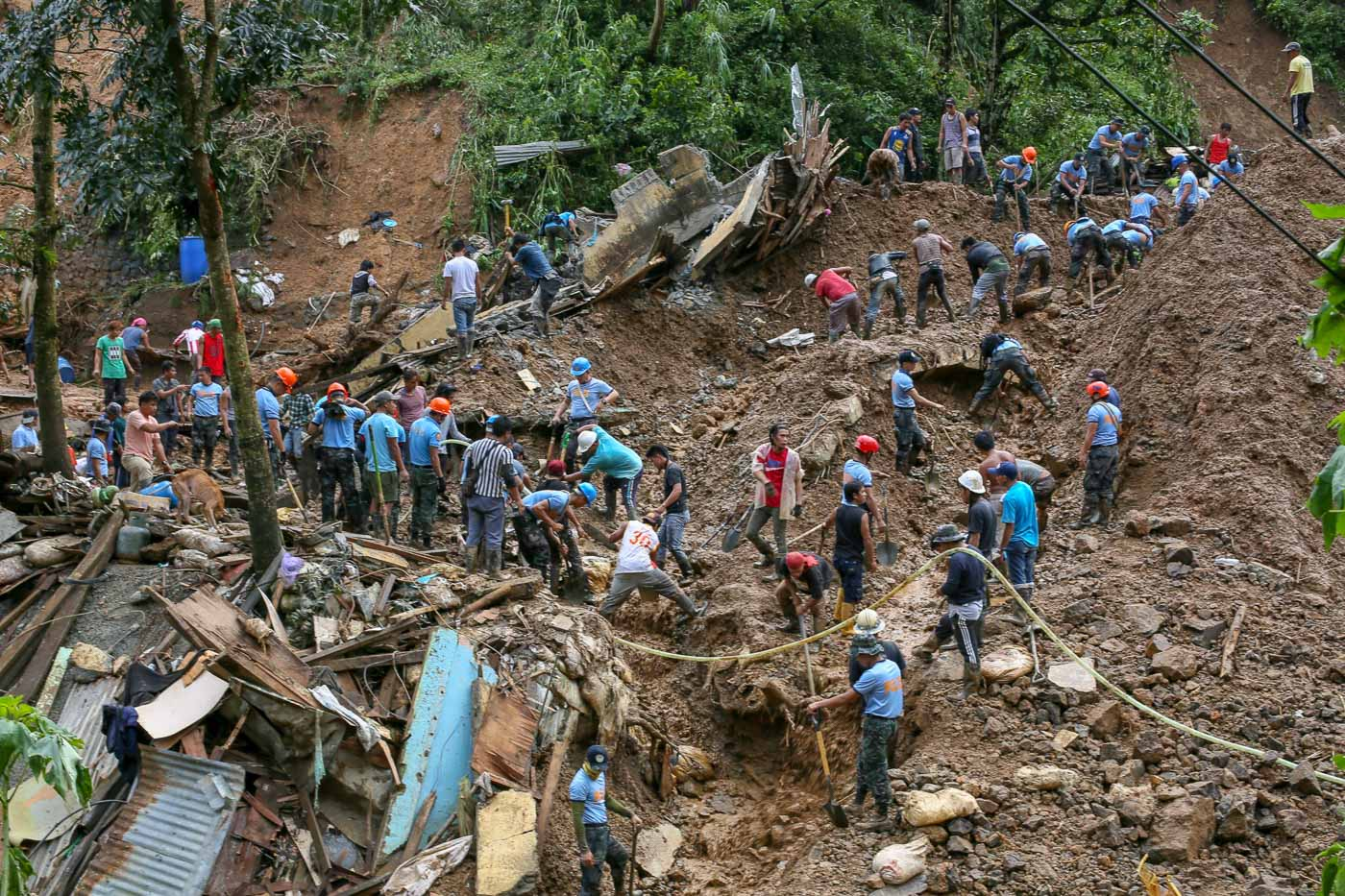SEARCH. Policemen on September 17, 2018, lead the search and retrieval operations for missing miners in Barangay Ucab in Itogon, Benguet. Photo by Jire Carreon/Rappler