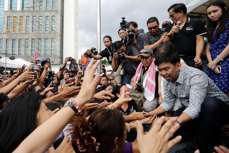 Makati City Mayor Jejomar Erwin 'Junjun' Binay greets his supporters after he a TRO from the Court of Appeals blocking the suspension order from the Ombudsman on March 16, 2015. Photo by Ritchie Tongo/EPA