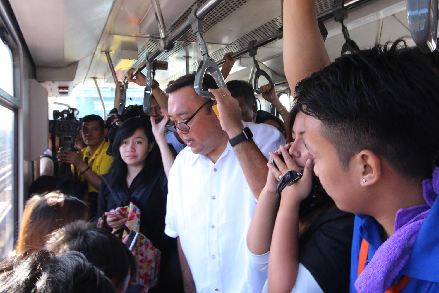 COMMUTERS' EXPERIENCE. President Spokesperson Harry Roque takes the MRT3. Photo by Darren Langit