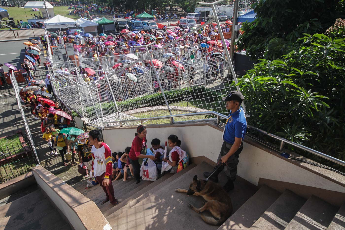 LONG LINES. Devotees fall in line before signs like this on January 8, 2019, to join the traditional Pahalik ahead of the Feast of the Black Nazarene. Photo by Lito Borras/Rappler