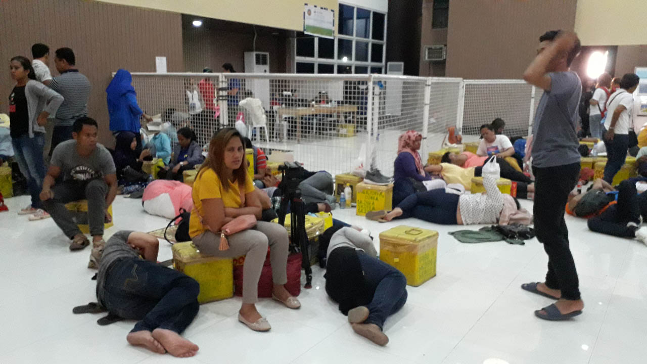 CATCHING A NAP. After a long day manning voting centers, teachers have to wait for their precinct's vote results to be submitted. Photo by Pia Ranada/Rappler