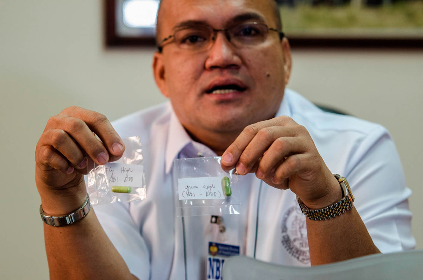 SAMPLE PARTY DRUGS. NBI Anti-Illegal Drugs Division chief Joel Tovera holds up samples of the 'fly high' and 'green apple' illegal designer drugs. Photo by Rob Reyes/Rappler