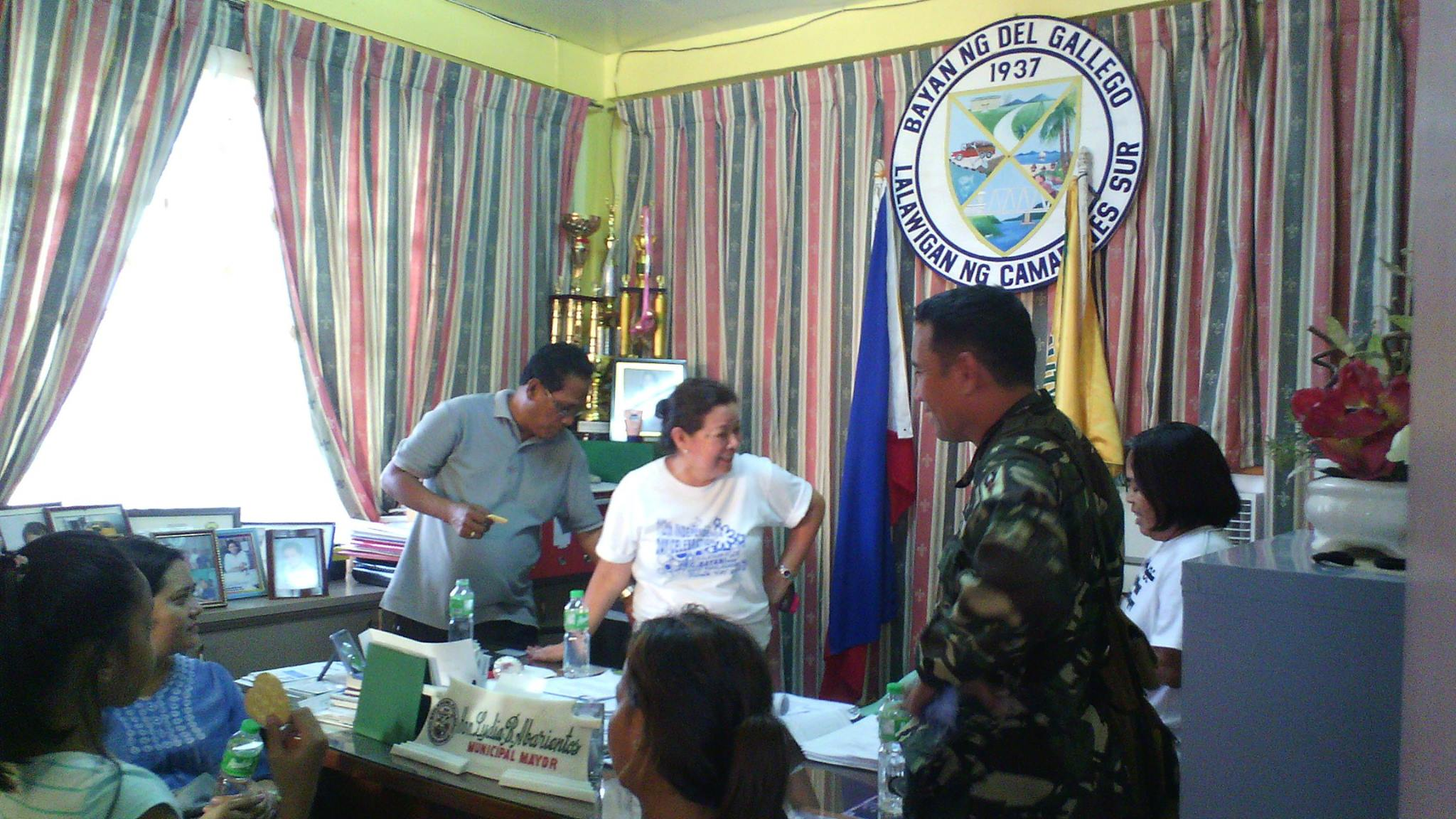 CRISIS AVERTED. Del Gallego Mayor Lydia Abarientos gets a positive update on the hostage-taking incident in her town on May 29, 2015. Photo by Reden Devilla