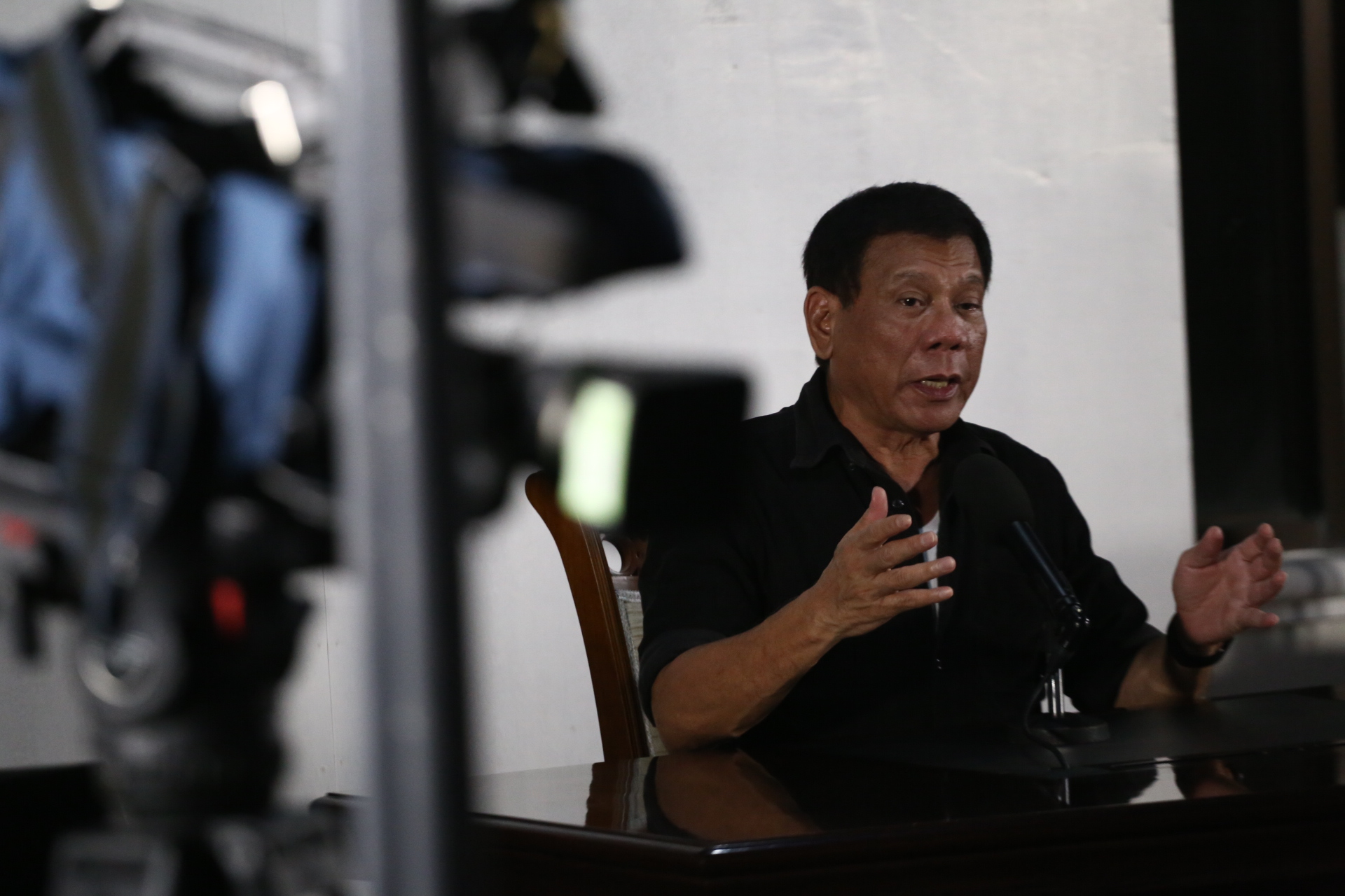 EXAMPLE. Rodrigo Duterte cites Jun Pala, a former friend, in a press conference in Davao City as an example of journalists who deserved what happened to them. Photo by Manman Dejeto/Rappler