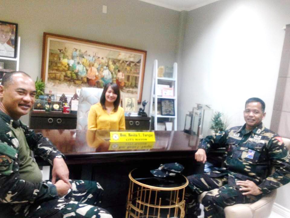 OFF TO PSG. Colonel Rolando Bautista (right) in Basilan. File photo by Richard Falcatan/Rappler