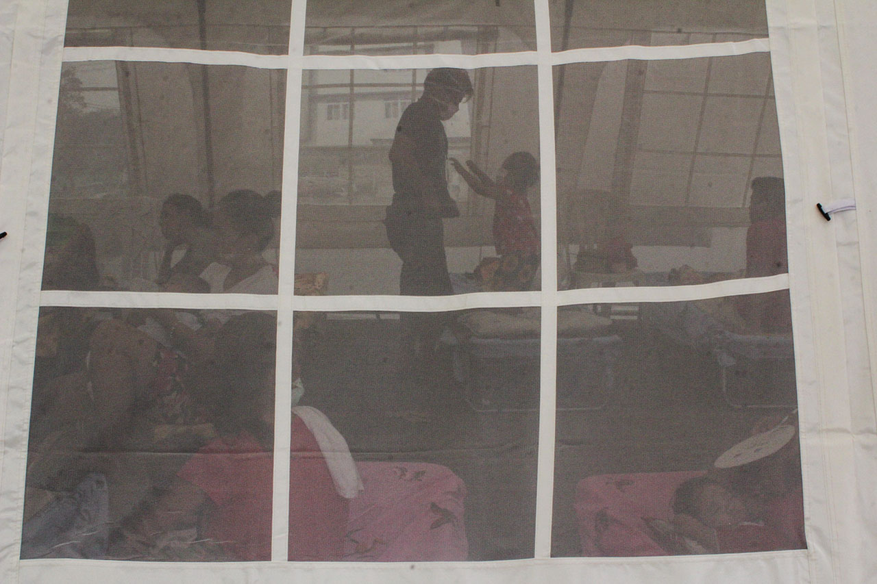 CARE. Tents serve as outdoor hospitals to cater to the rise in measles cases across the country. Photo by Lito Borras/Rappler