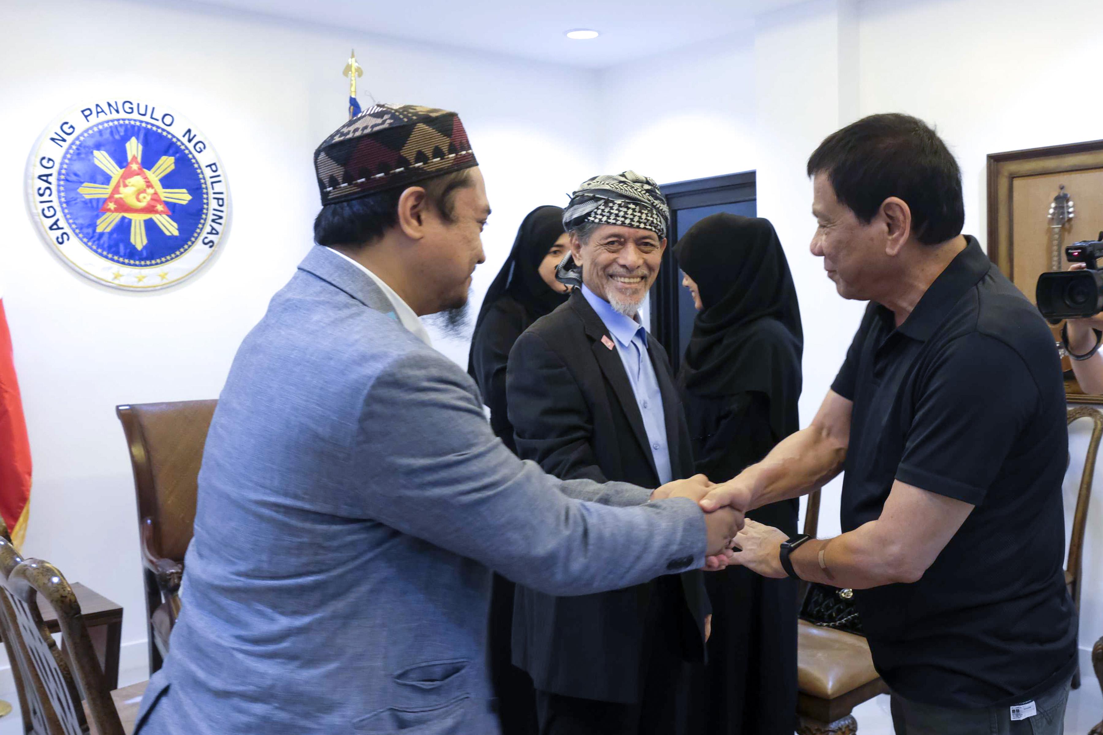 MISUARI FAMILY. President Duterte meets Abdulkarim, son of Nur Misuari. Malacau00f1ang photo