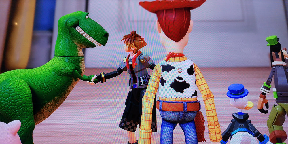 REX AND SORA. Rex the dinosaur confesses to Sora that he's a big fan of his games. Screen photo by Gelo Gonzales/Rappler