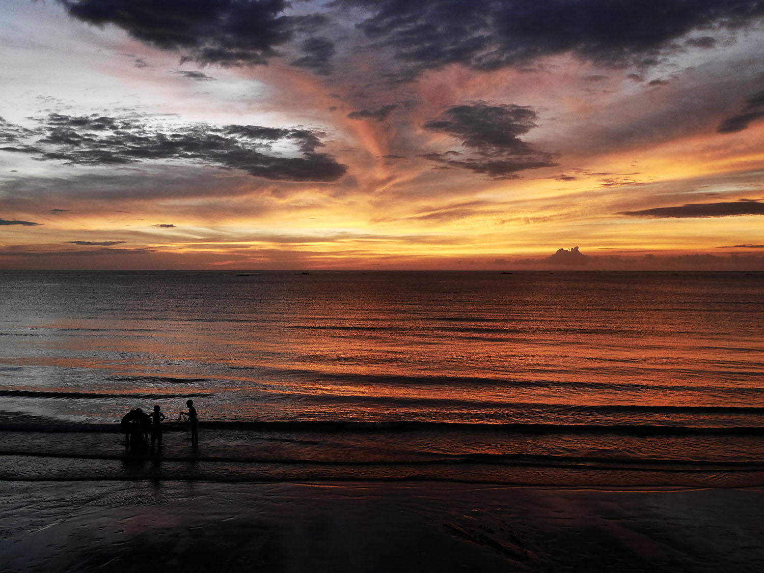 SIT STILL. The sunset in Dipolog, a city in Zamboanga del Norte, something to look forward to.