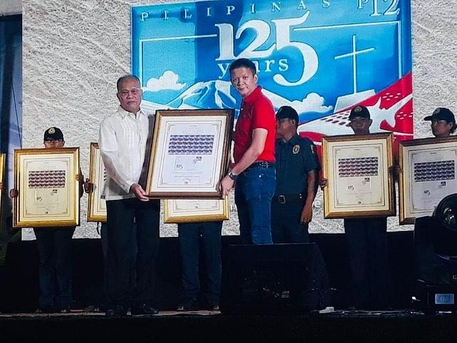 COMMEMORATIVE STAMP. PHLPost Postmaster General Joel Otarra hands a set of framed commemorative stamps to Sorsogon Governor Chiz Escudero on October 17, 2019. Photo from PHLPost