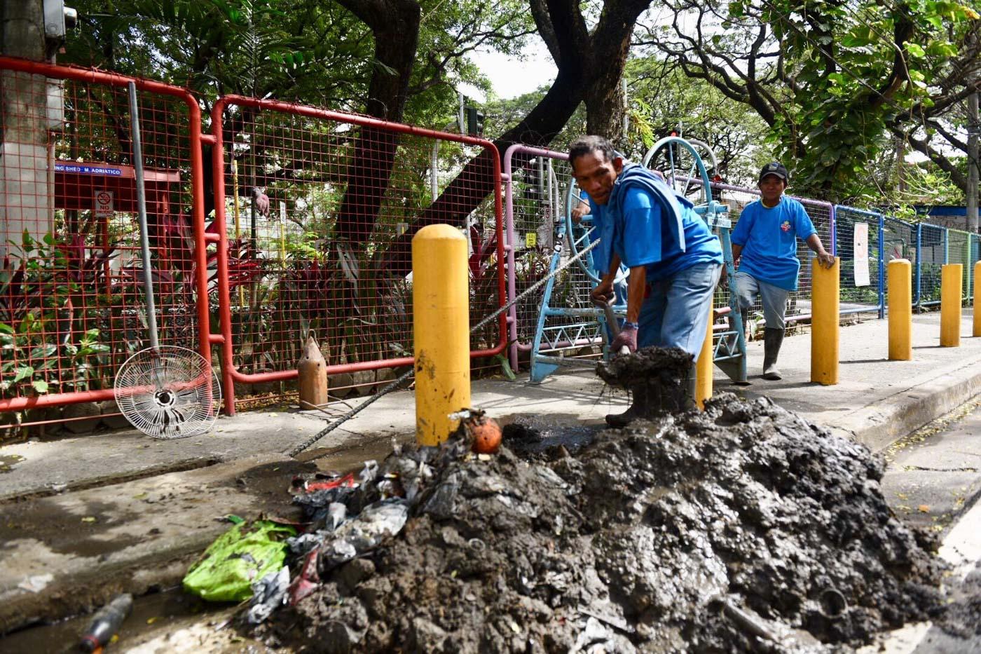 WATERWAYS. Volunteers clean up the Estero Fort San Antonio de Abad near the Manila Zoo. Photo by LeAnne Jazul/Rappler
