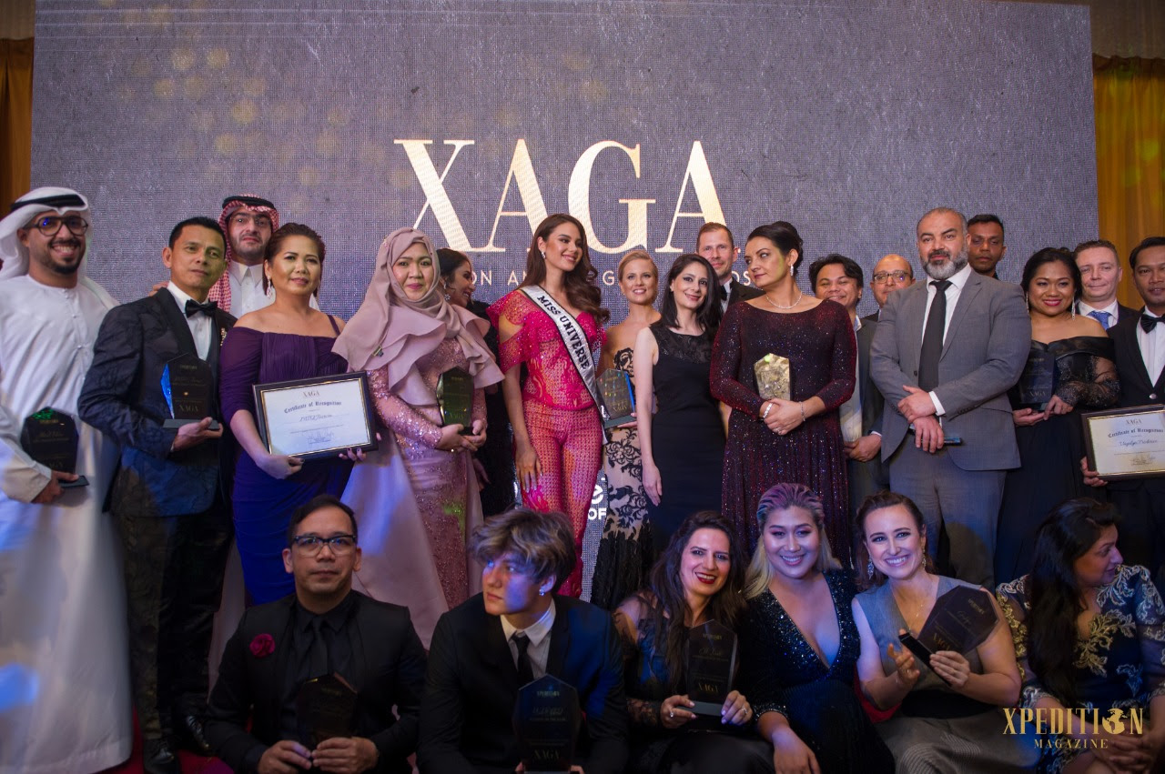 GROUP PHOTO. Catriona poses with other honorees from the Gala Awards.