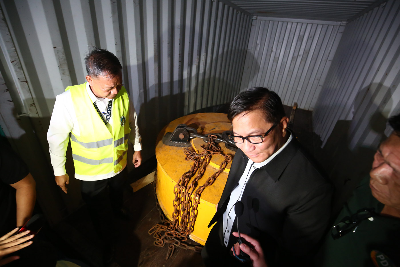 SHARED SUCCESS. Bureau of Customs commissioner Isidro Lapeu00f1a and PDEA Director General Aaron Aquino extract the alleged shabu worth P3.4 billion inside steel cases during a press conference at the Manila International Container Port (MICP) in Port Area, Manila on August 7, 2018. Photo by Ben Nabong/Rappler