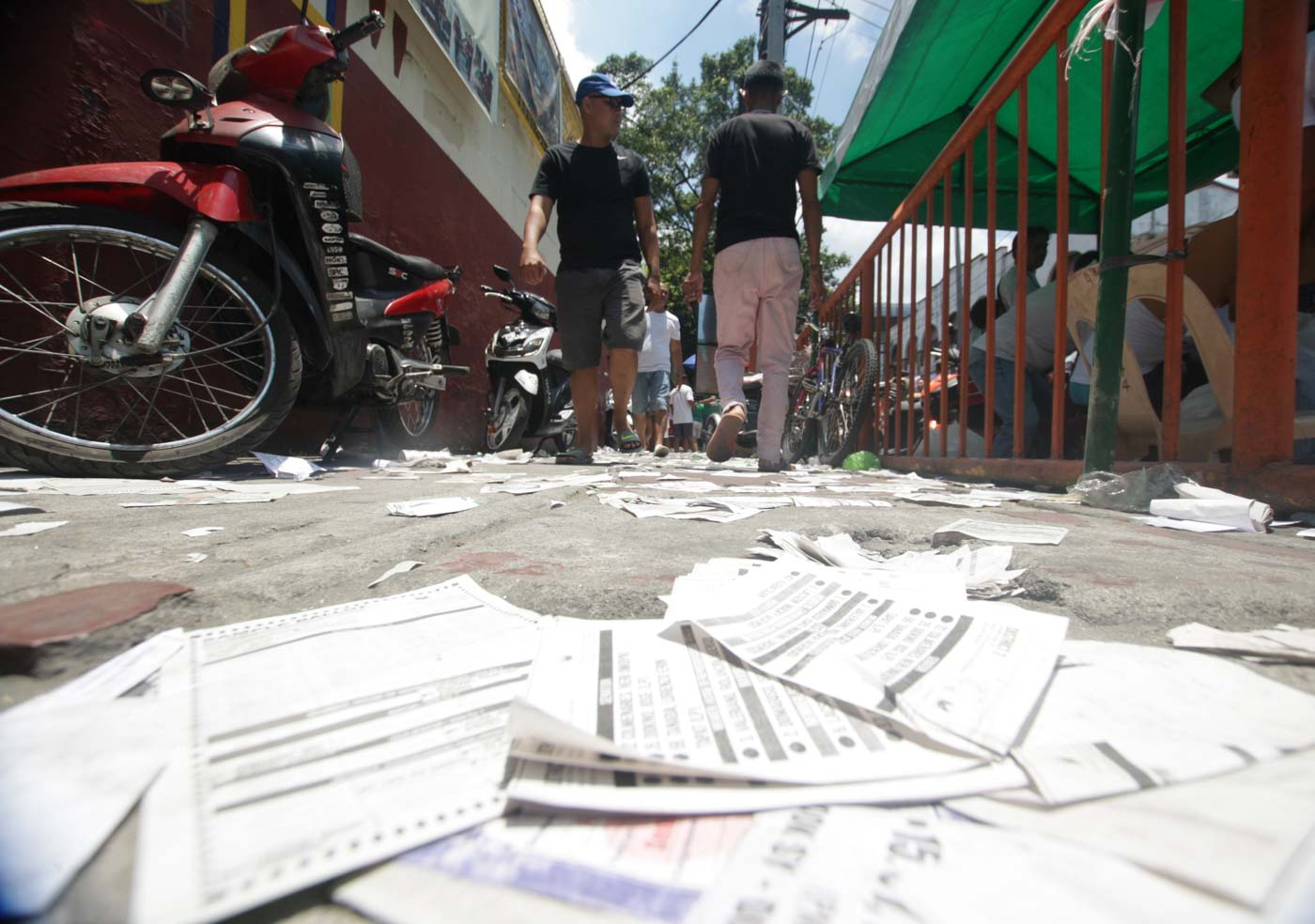LEFT BEHIND. Election paraphernalia are scattered across various polling precincts during the elections on Monday, May 13. Photo by Ben Nabong/Rappler