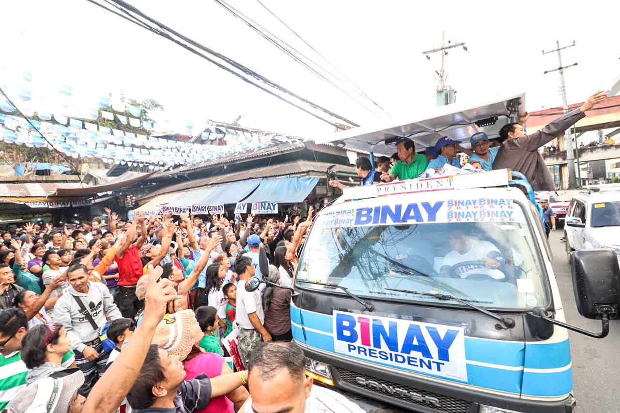 MOTORCADE. Vice President Binay campaigns in a public market in Baguio on March 13. Photo courtesy of UNA