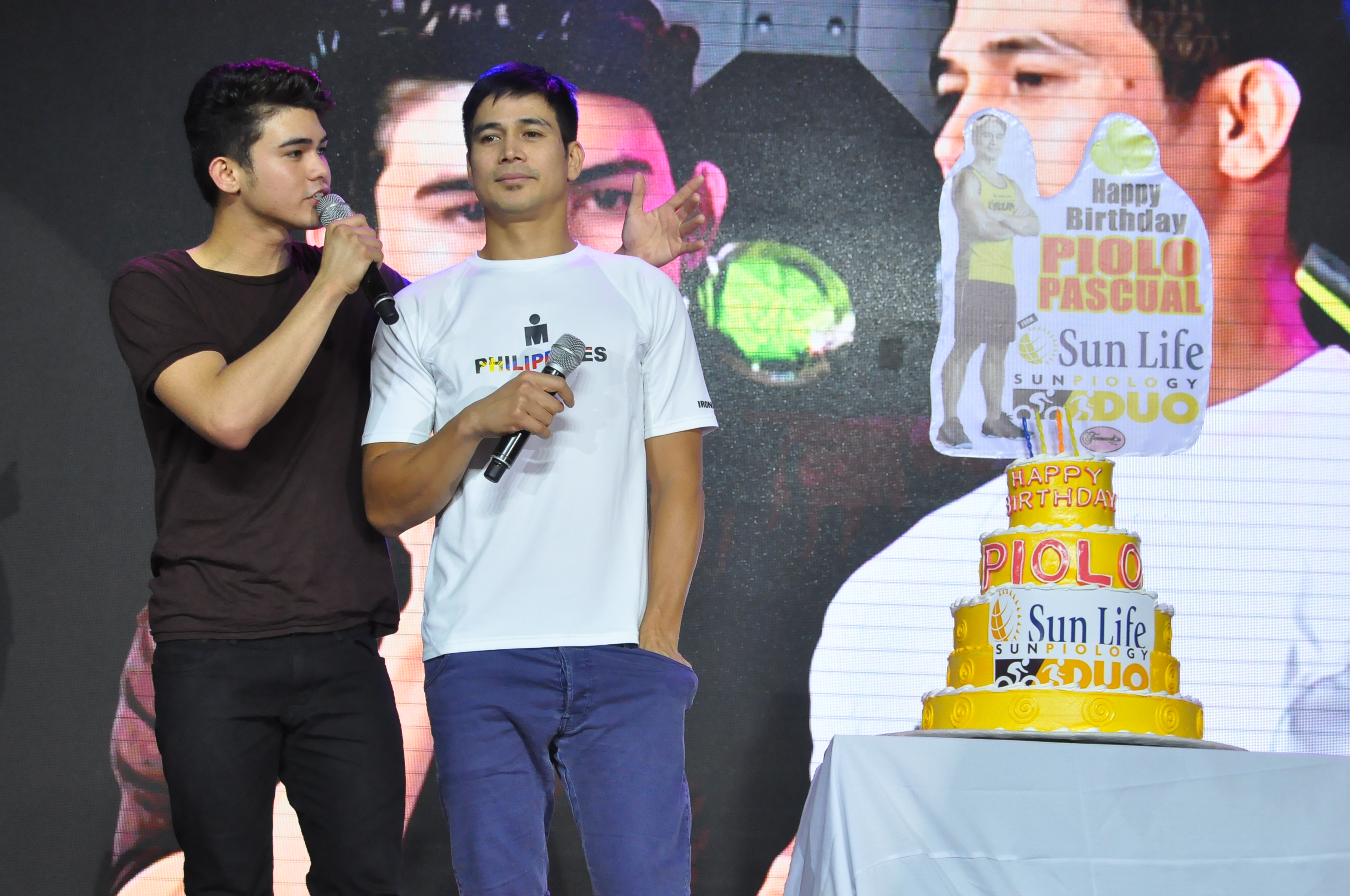 BIRTHDAY SURPRISE. Inigo (Left) and Piolo Pascual (Right) treated fans in celebration of the latter's recent birthday. Photo from Sun Life