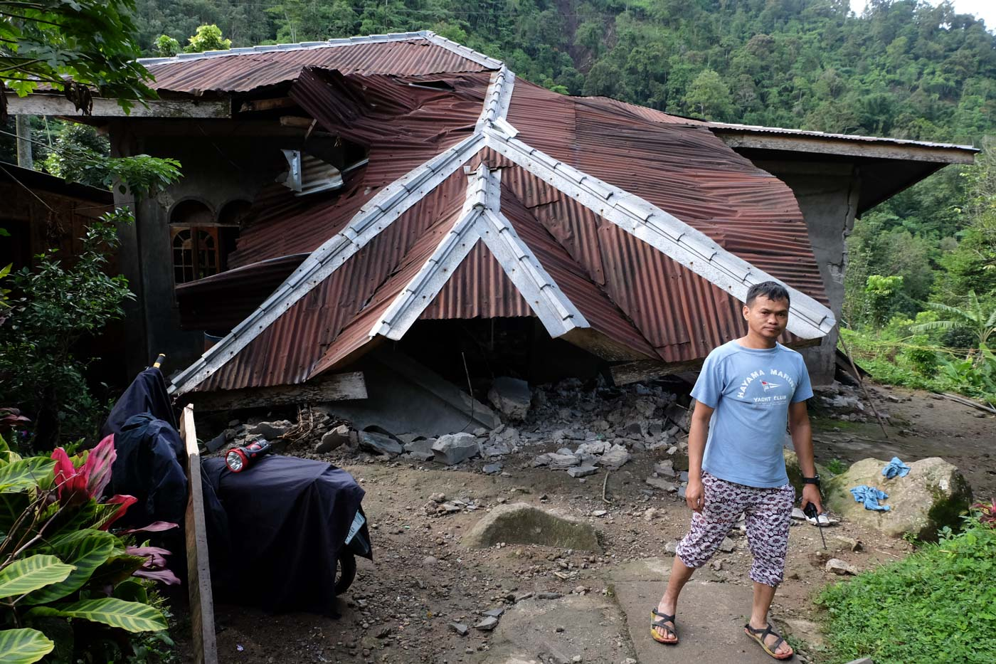 COLLAPSED HOUSE. One of the damaged houses in Barangay Ilomavis, Cotabato. Photo by Bobby Lagsa/Rappler